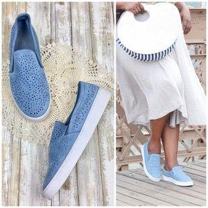 Vionic | Blue Midi Perf Slip-on Sneaker